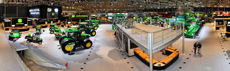 V Hannoveri ukázali nové traktory a kombajny I.